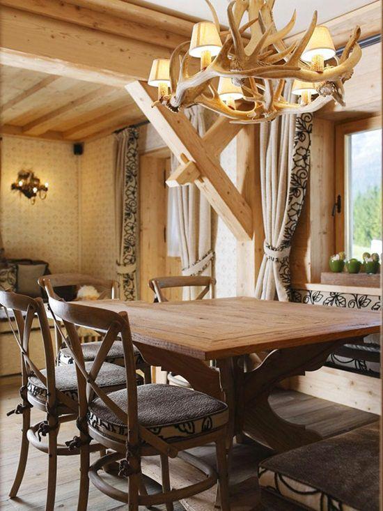 Casa cu interior din lemn: superba si calduroasa