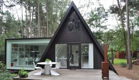 O casa mica cu forma ciudata si interior creativ